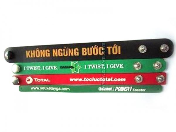 Vong-Đeo-Tay-nhựa-PVC-3